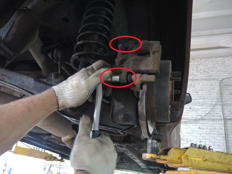 Замена тормозных колодок на мицубиси лансер 10